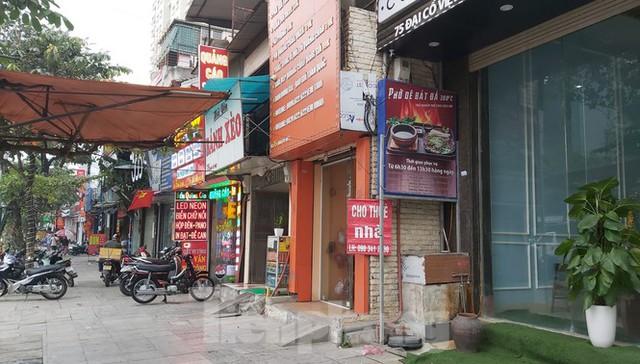 Hàng loạt khách sạn, cửa hàng Hà Nội treo biển cho thuê sau Tết - Ảnh 9.