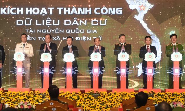 Thủ tướng Nguyễn Xuân Phúc: Bước tiến quan trọng hướng tới Chính phủ số - Ảnh 1.