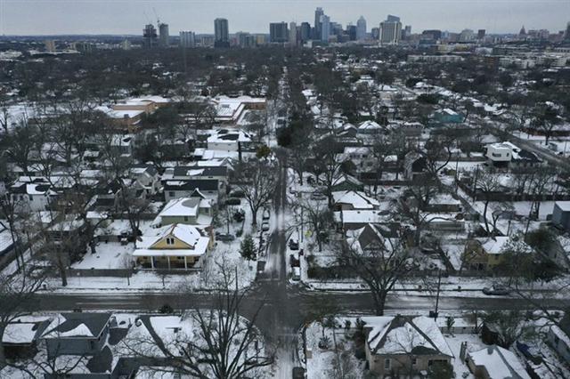 Người dân Texas có thể phải trả nợ tiền điện đợt bão tuyết trong hàng chục năm tới: Sốc với hoá đơn lên tới 8.000 USD - Ảnh 1.