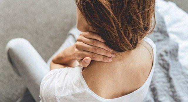 Nếu đau vai gáy đi kèm với những dấu hiệu kỳ lạ này, bạn cần đi khám lập tức 3 loại ung thư nguy hiểm - Ảnh 2.