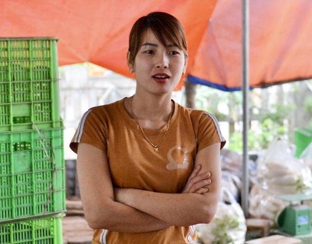 Cận cảnh người dân Hà Nội nhổ bỏ hàng trăm tấn củ cải vì không bán được  - Ảnh 13.