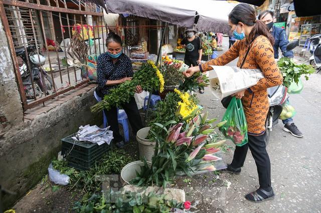 Rằm tháng Giêng, làng Tây Tựu lo sốt vó vì hoa ế ẩm - Ảnh 3.