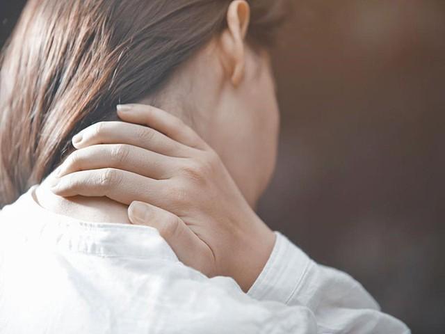 Nếu đau vai gáy đi kèm với những dấu hiệu kỳ lạ này, bạn cần đi khám lập tức 3 loại ung thư nguy hiểm - Ảnh 4.