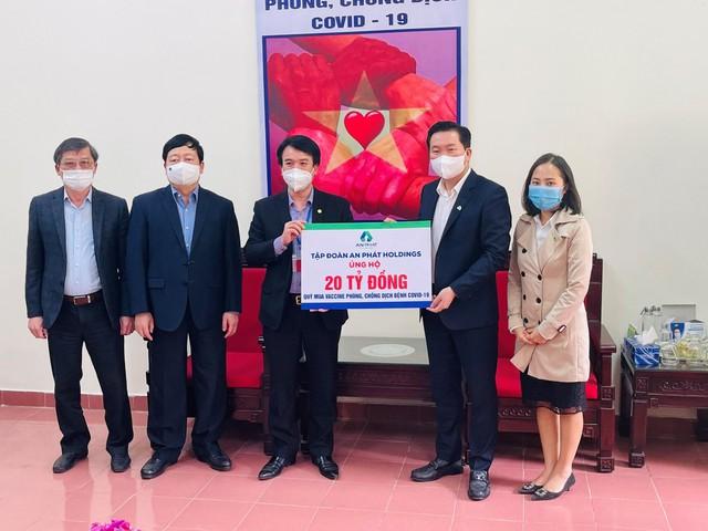 An Phát Holdings tiếp tục trao tặng thêm 20 tỷ đồng hỗ trợ Hải Dương mua vaccine phòng chống COVID-19 - Ảnh 1.