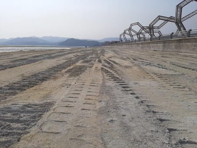 Lấn chiếm vịnh trái phép, chủ dự án BĐS hót nhất Vân Đồn buộc trả nguyên trạng - Ảnh 1.