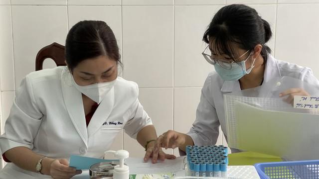 Cận cảnh tiêm thử nghiệm vắc xin ngừa COVID-19 tại Long An - Ảnh 3.