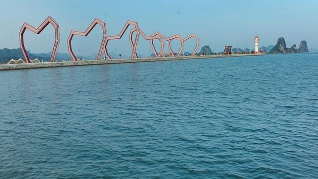 Lấn chiếm vịnh trái phép, chủ dự án BĐS hót nhất Vân Đồn buộc trả nguyên trạng - Ảnh 3.
