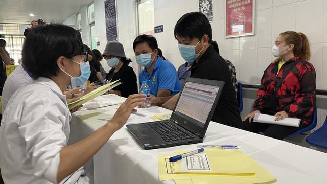 Cận cảnh tiêm thử nghiệm vắc xin ngừa COVID-19 tại Long An - Ảnh 5.