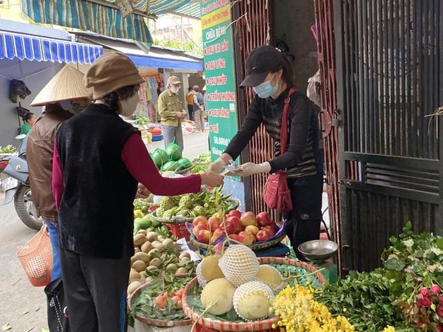 Chợ họp sớm, tiểu thương bỏng tay đóng hàng tạ xôi ngày Rằm - Ảnh 5.