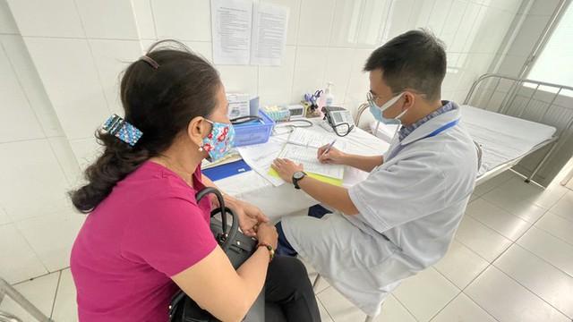 Cận cảnh tiêm thử nghiệm vắc xin ngừa COVID-19 tại Long An - Ảnh 6.