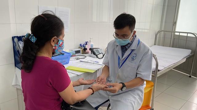 Cận cảnh tiêm thử nghiệm vắc xin ngừa COVID-19 tại Long An - Ảnh 7.