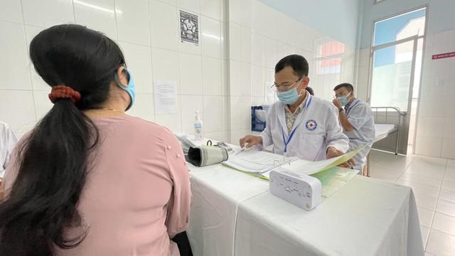 Cận cảnh tiêm thử nghiệm vắc xin ngừa COVID-19 tại Long An - Ảnh 8.