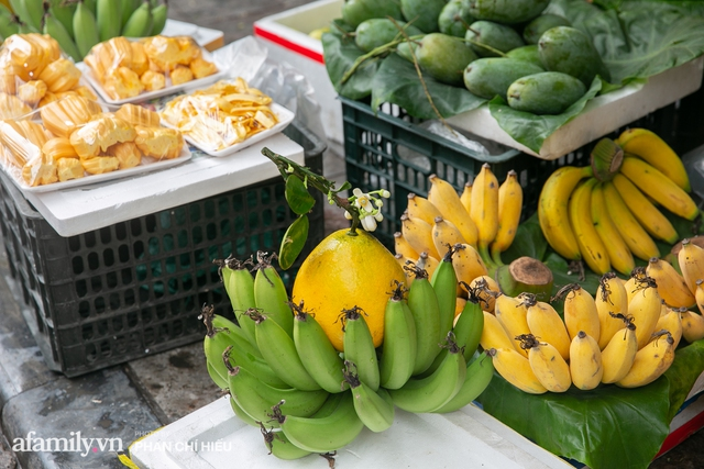Hàng bưởi Diễn da vàng óng có từng búi hoa tươi trở thành món hàng siêu độc trên chợ nhà giàu Hà Nội, tận 100k/quả, bà chủ thu cả chục triệu mỗi ngày!  - Ảnh 10.