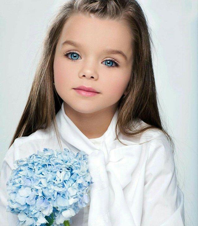 Được mệnh danh là cô bé xinh đẹp nhất thế giới với đôi mắt xanh thẳm say đắm lòng người, siêu mẫu nhí đẹp không góc chết giờ ra sao? - Ảnh 11.