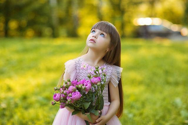 Được mệnh danh là cô bé xinh đẹp nhất thế giới với đôi mắt xanh thẳm say đắm lòng người, siêu mẫu nhí đẹp không góc chết giờ ra sao? - Ảnh 3.