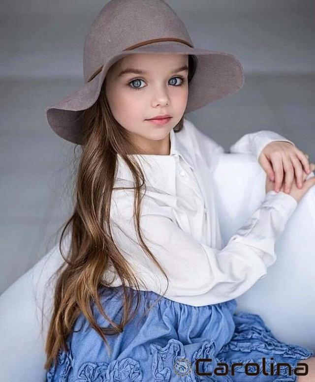 Được mệnh danh là cô bé xinh đẹp nhất thế giới với đôi mắt xanh thẳm say đắm lòng người, siêu mẫu nhí đẹp không góc chết giờ ra sao? - Ảnh 6.