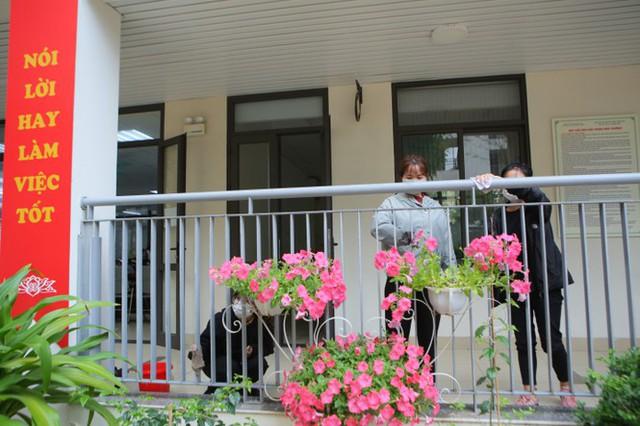 Đón học sinh trở lại, trường học ở Hà Nội trang bị phòng cách ly - Ảnh 1.