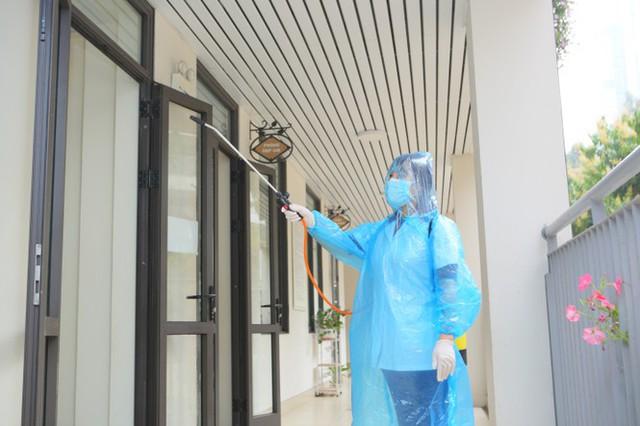 Đón học sinh trở lại, trường học ở Hà Nội trang bị phòng cách ly - Ảnh 2.