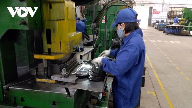 Công nghiệp chế biến, chế tạo không để phụ thuộc quá nhiều vào nước ngoài  - Ảnh 1.