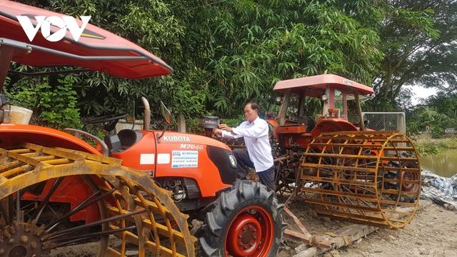 Lão nông ở Long An làm giàu từ cây lúa trên đất phèn - Ảnh 2.