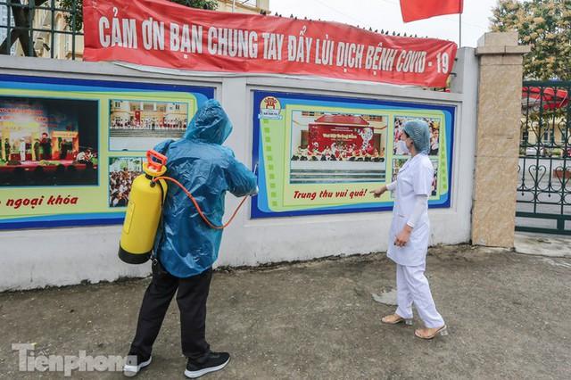 Đón học sinh trở lại, trường học ở Hà Nội trang bị phòng cách ly - Ảnh 13.