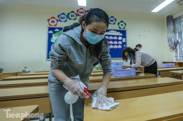 Đón học sinh trở lại, trường học ở Hà Nội trang bị phòng cách ly - Ảnh 14.