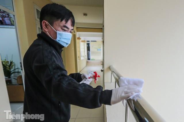 Đón học sinh trở lại, trường học ở Hà Nội trang bị phòng cách ly - Ảnh 15.