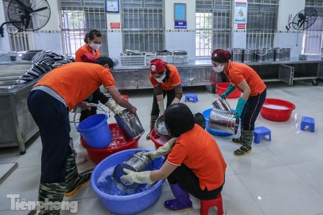 Đón học sinh trở lại, trường học ở Hà Nội trang bị phòng cách ly - Ảnh 16.