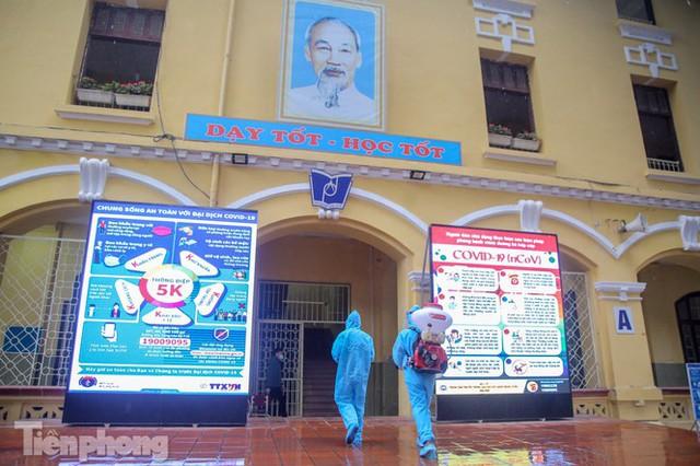 Đón học sinh trở lại, trường học ở Hà Nội trang bị phòng cách ly - Ảnh 18.
