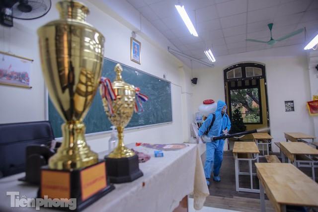 Đón học sinh trở lại, trường học ở Hà Nội trang bị phòng cách ly - Ảnh 19.