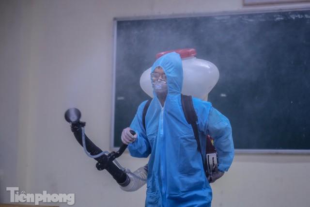 Đón học sinh trở lại, trường học ở Hà Nội trang bị phòng cách ly - Ảnh 22.
