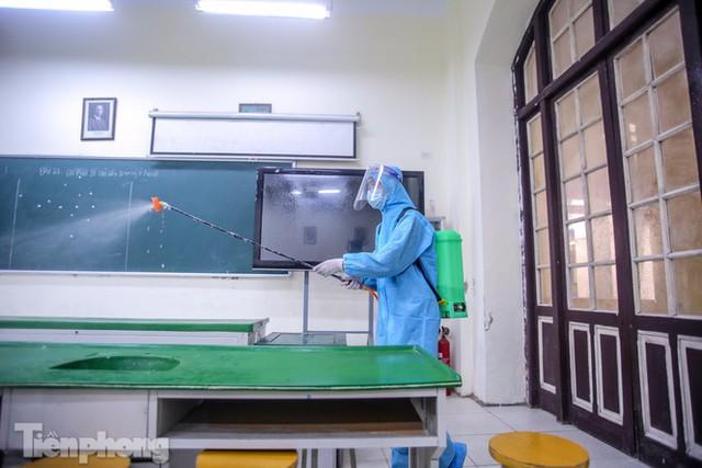 Đón học sinh trở lại, trường học ở Hà Nội trang bị phòng cách ly - Ảnh 25.