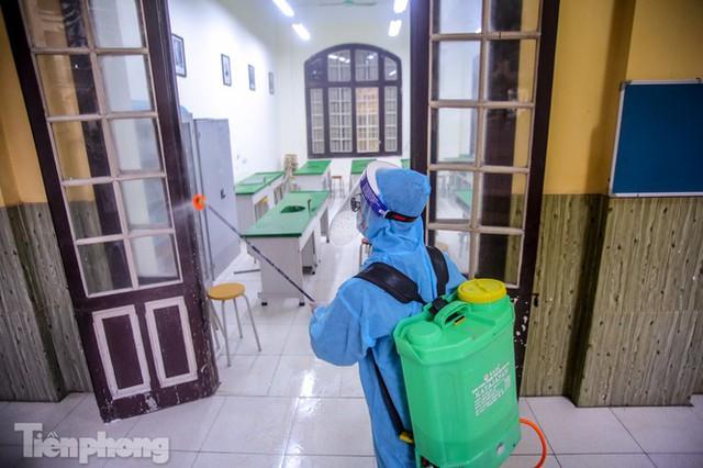 Đón học sinh trở lại, trường học ở Hà Nội trang bị phòng cách ly - Ảnh 26.