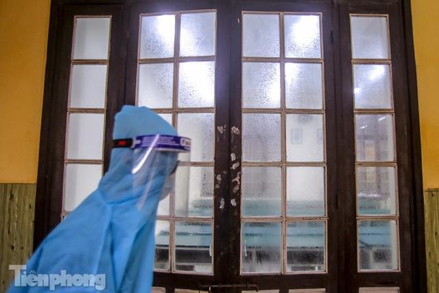 Đón học sinh trở lại, trường học ở Hà Nội trang bị phòng cách ly - Ảnh 27.