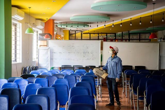 Đón học sinh trở lại, trường học ở Hà Nội trang bị phòng cách ly - Ảnh 6.