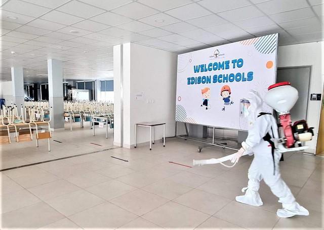 Đón học sinh trở lại, trường học ở Hà Nội trang bị phòng cách ly - Ảnh 9.