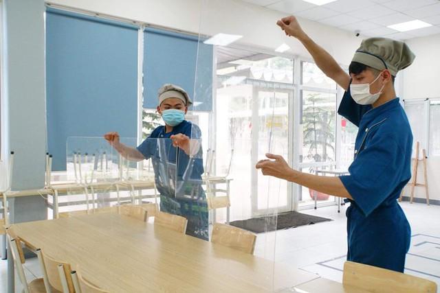 Đón học sinh trở lại, trường học ở Hà Nội trang bị phòng cách ly - Ảnh 10.