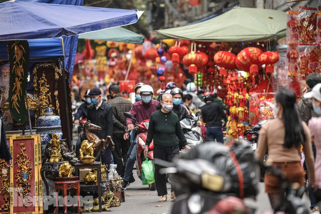 Ghé thăm chợ hoa cổ nhất Hà Nội giữa mùa dịch COVID-19 - Ảnh 1.