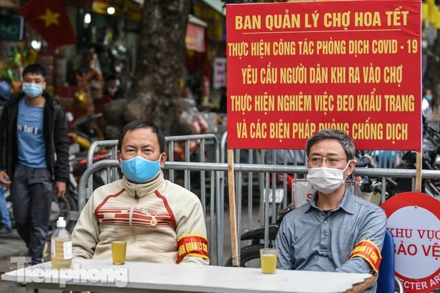 Ghé thăm chợ hoa cổ nhất Hà Nội giữa mùa dịch COVID-19 - Ảnh 2.