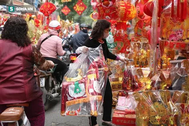 """Cửa hàng ở Hà Nội chơi lớn tặng """"tiền tỷ"""" cho khách và ý nghĩa bất ngờ phía sau - Ảnh 2."""