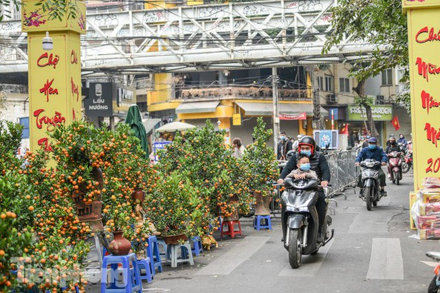 Ghé thăm chợ hoa cổ nhất Hà Nội giữa mùa dịch COVID-19 - Ảnh 11.