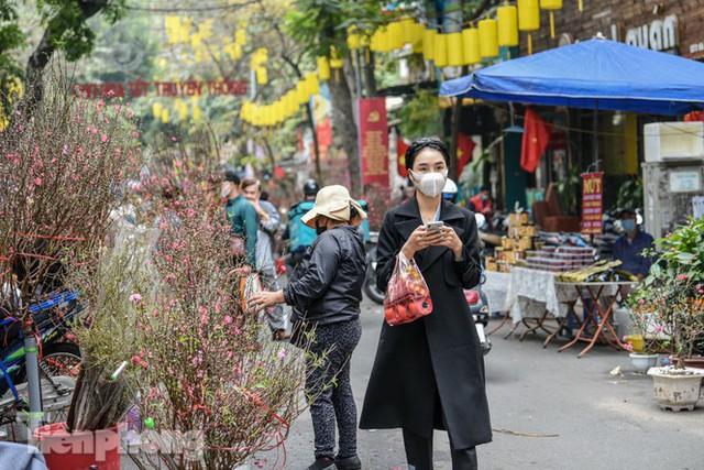 Ghé thăm chợ hoa cổ nhất Hà Nội giữa mùa dịch COVID-19 - Ảnh 12.