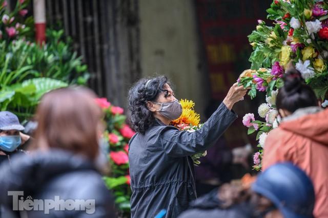 Ghé thăm chợ hoa cổ nhất Hà Nội giữa mùa dịch COVID-19 - Ảnh 5.