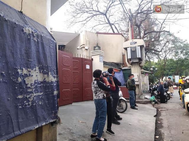 """Vụ cháy khiến 4 người tử vong ở Hà Nội, người thân chết lặng tại nhà tang lễ: """"Nhà nó chỉ có 2 anh em duy nhất thôi, ai ngờ giờ xảy ra cơ sự đau lòng như vậy"""" - Ảnh 1."""