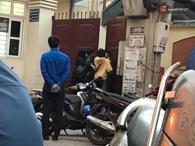 """Vụ cháy khiến 4 người tử vong ở Hà Nội, người thân chết lặng tại nhà tang lễ: """"Nhà nó chỉ có 2 anh em duy nhất thôi, ai ngờ giờ xảy ra cơ sự đau lòng như vậy"""" - Ảnh 2."""