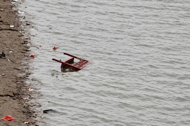 Sông hồ oằn mình gánh rác mỗi dịp tiễn ông Công ông Táo, có nên giữ tục thả cá phóng sinh hay không? - Ảnh 11.