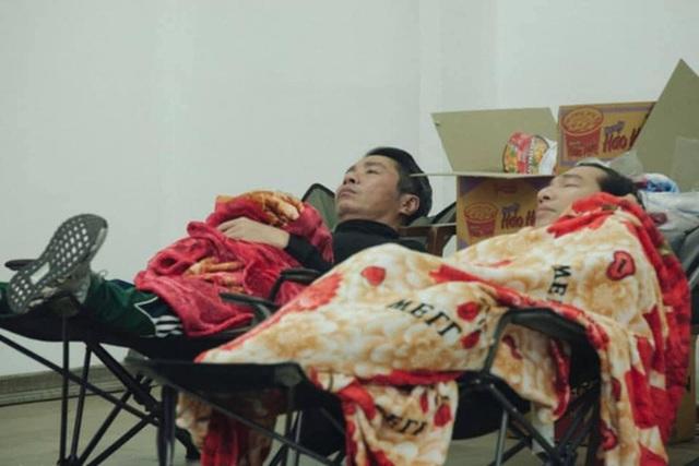 Những bữa ăn vội vã của dàn nghệ sĩ Táo Quân khiến người hâm mộ xót xa: Tất cả là vì món ăn tinh thần đêm 30 của cả nước! - Ảnh 11.