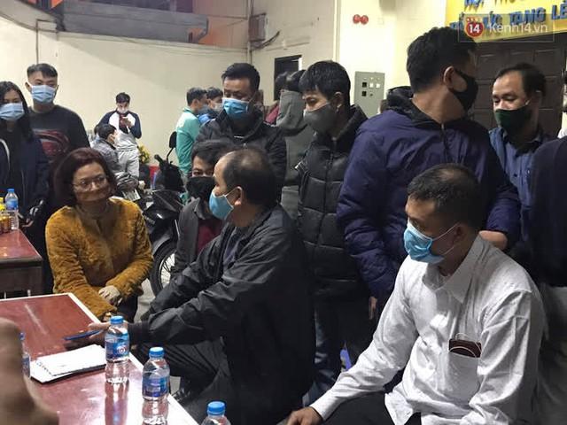 """Vụ cháy khiến 4 người tử vong ở Hà Nội, người thân chết lặng tại nhà tang lễ: """"Nhà nó chỉ có 2 anh em duy nhất thôi, ai ngờ giờ xảy ra cơ sự đau lòng như vậy"""" - Ảnh 12."""
