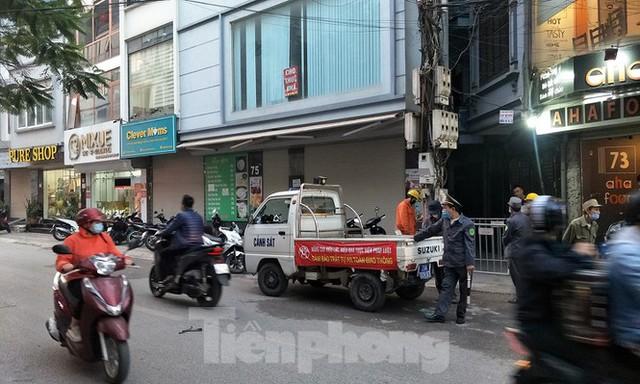 Cảnh sát phong tỏa con ngõ vụ hỏa hoạn 4 thanh niên tử vong - Ảnh 3.
