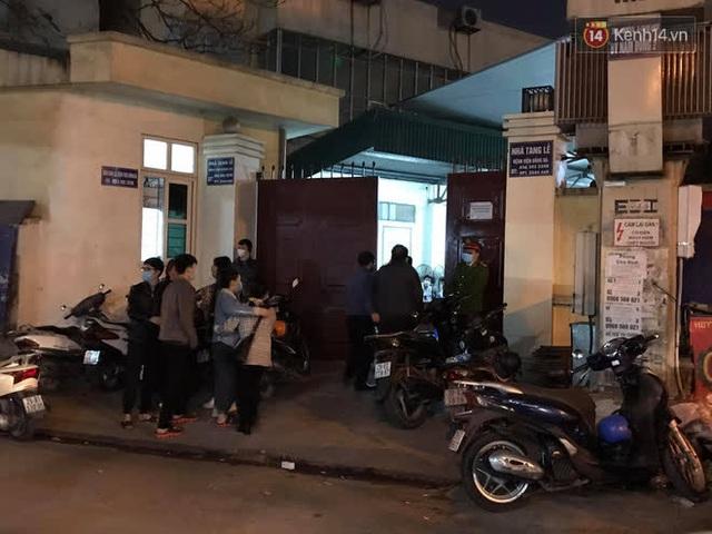 """Vụ cháy khiến 4 người tử vong ở Hà Nội, người thân chết lặng tại nhà tang lễ: """"Nhà nó chỉ có 2 anh em duy nhất thôi, ai ngờ giờ xảy ra cơ sự đau lòng như vậy"""" - Ảnh 3."""